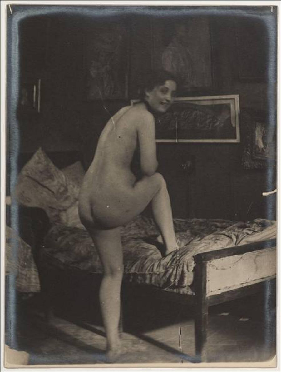 Femme quartier nue