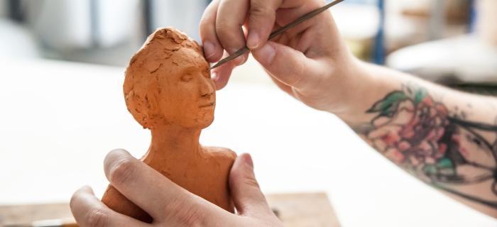 Mains et terre cuite - atelier de modelage